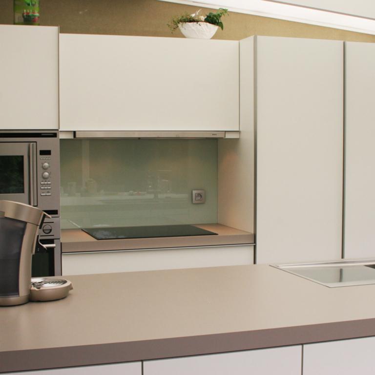Moderne keuken in veranda aanbouw aan woning 11i interieurarchitectuur - Moderne interieurarchitectuur ...