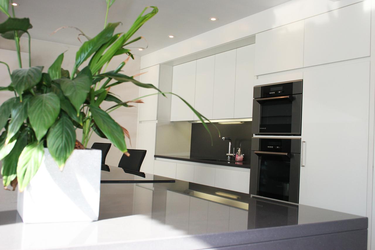 Moderne Open Keukens : Moderne open keuken met kookeiland i interieurarchitectuur